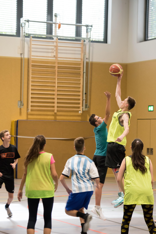 Basketball in der neuen Sporthalle